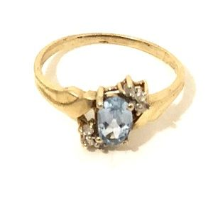 Jewelry - 10 kt Gold Ring